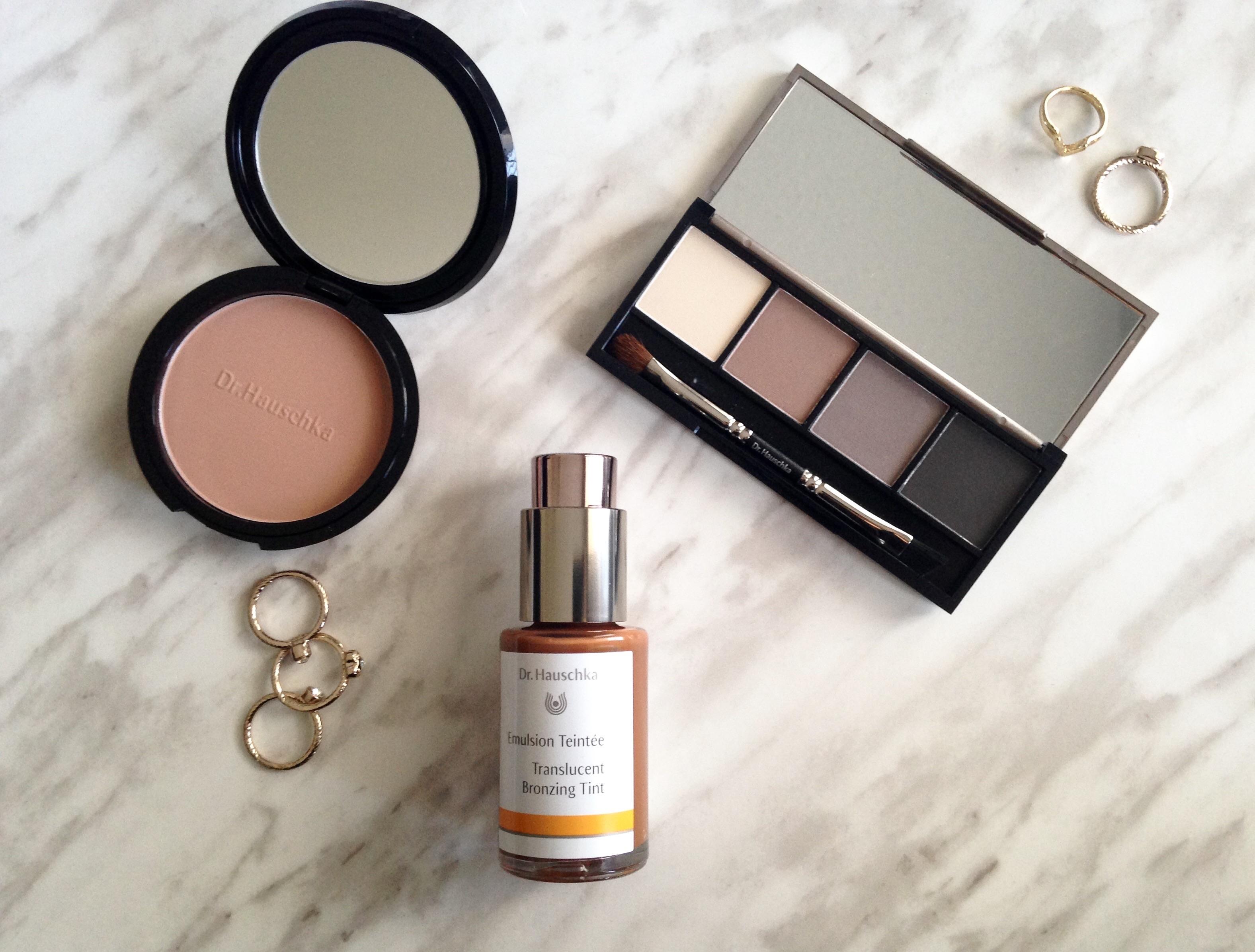 how to put on translucent powder